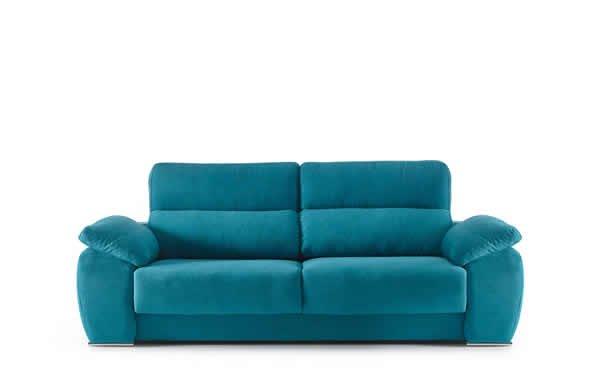sofá de color azul celeste